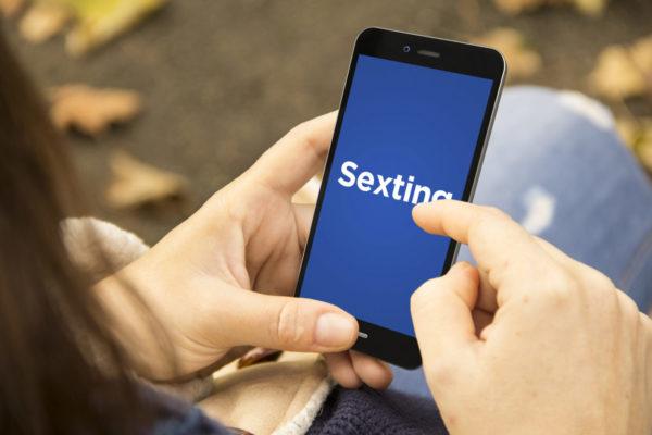 Yeni Nesil Erotik Mesajlaşma Yöntemi : Sexting